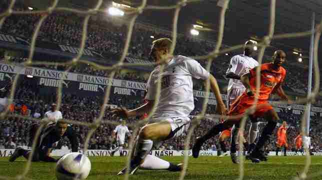 Gol Sevilla White Hart Lane en Tottenham High Road