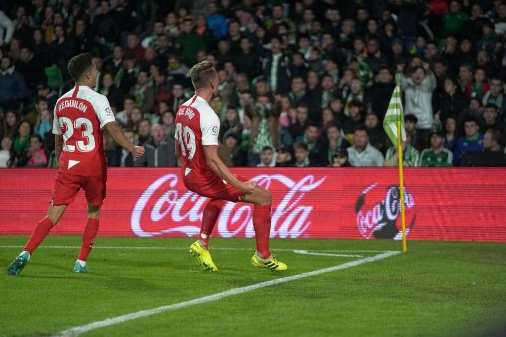 De Jong celebrando su gol Sevilla Betis